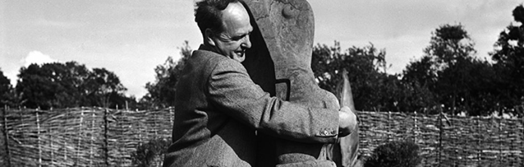 Lee Miller. <em>Henry Moore with his sculpture </em>Mother and Child Farleys Garden, East Sussex, 1953 © Lee Miller Archives, England, 2018. All rights reserved.